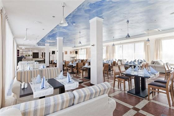 Ресторан Шатили - фотография 10 - зал на втором этаже
