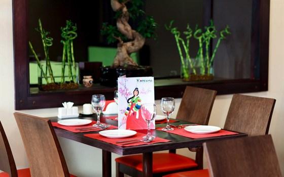 Ресторан Кореана - фотография 1 - Интерьер лакоичен и выдержанн в  современном корейском стиле .