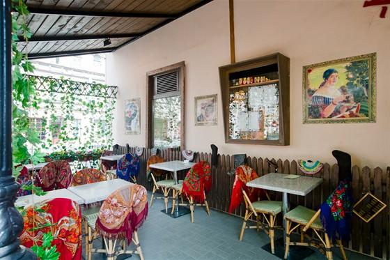 Ресторан На здоровье! - фотография 14 - Летняя веранда