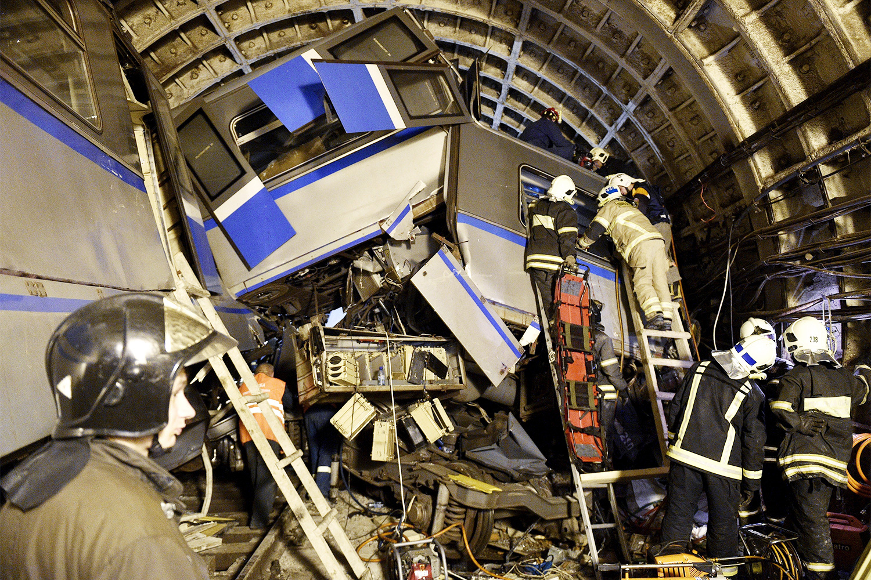 В октябре «РБК» сообщил, что катастрофа в метро могла произойти из-за неисправности в вагоне, а сама стрелка была рабочей. Такие выводы в своем экспертном заключении представили специалисты Московского государственного университета путей сообщения