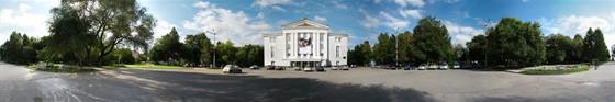Фото сквер у театра оперы и балета им. Чайковского