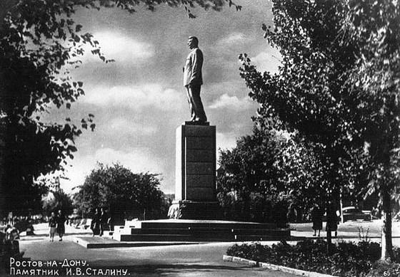 Фото памятник М. Горькому на набережной
