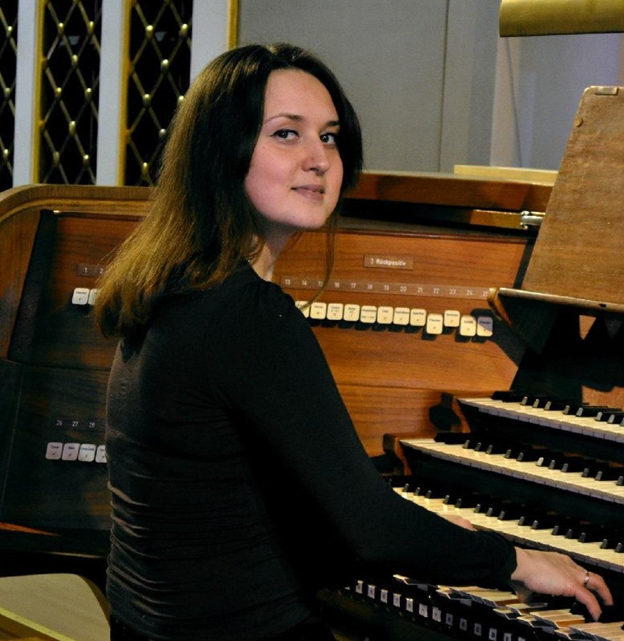 Евгения Сегенюк (меццо-сопрано), Анна Суслова (орган) смотреть фото