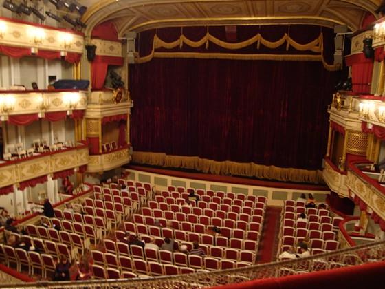 Малый театр на серпуховской афиша афиша театра имени горького во владивостоке