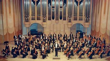 Академический симфонический оркестр Самарской филармонии. Дирижер Александр Поляничко. Фортепианный дуэт «Сильвер-Гарбург»