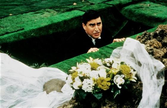 Четверо похорон и свадьба (Plots with a View)