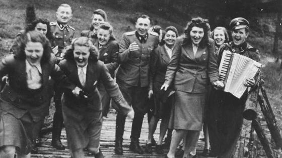 Два облика Освенцима (Album(s) d'Auschwitz)