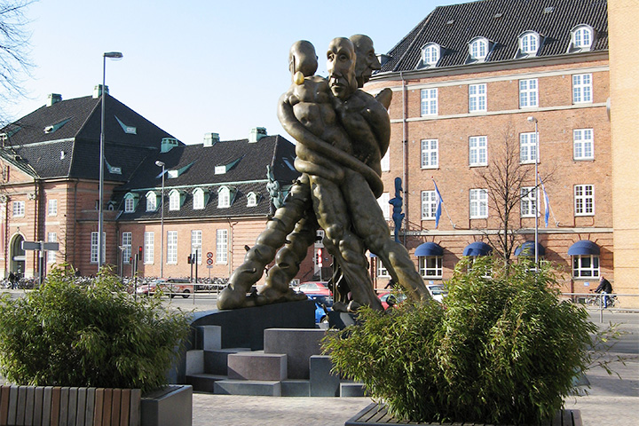 Скульптура Бьёрна Нёргаарда в Оденсе