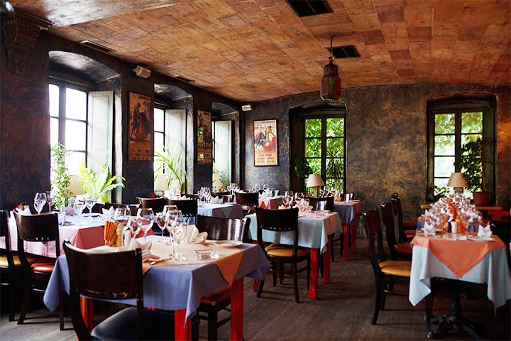Трехэтажный Tapa de Comida был хорош и как бар, куда можно было заехать после клуба, и как ресторан, чтобы сходить с родителями, и в качестве паба, чтобы смотреть футбол