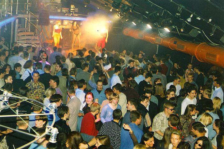 Одна из вечеринок в клубе, 1996 год