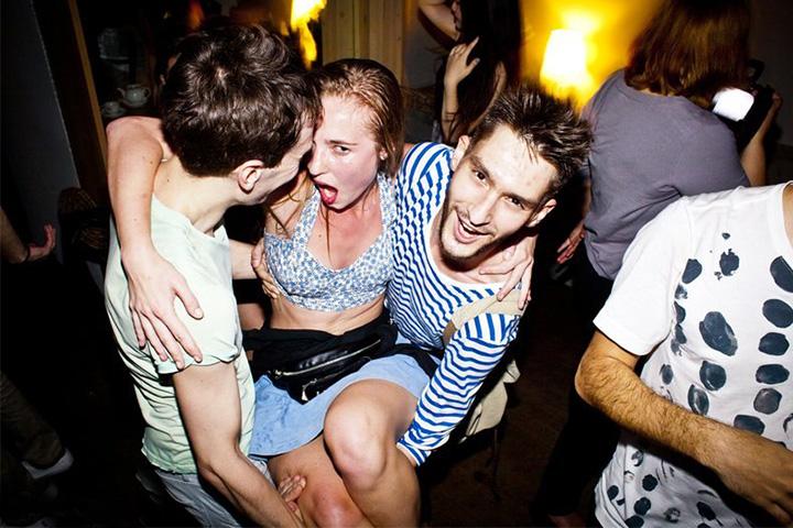 грандиозная секс вечеринка в клубе без вирусов
