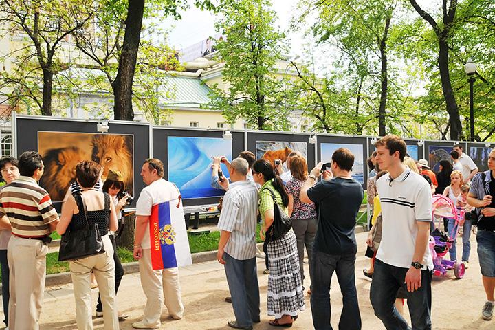 Выставка «Мир глазами россиян». Тверской бульвар, апрель-май 2010 г.