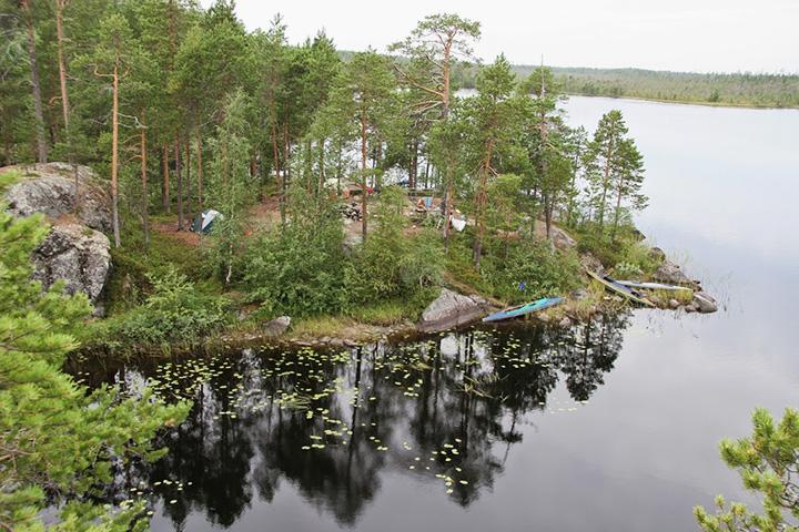 Карелия, 2008 г. Вид на лагерь с соседнего берега.