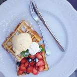 Ресторан Leonidas - фотография 3 - Бельгийские вафли