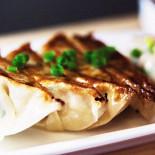 """Ресторан Corner Kitchen & Café - фотография 1 - Домашние японские пельмени """"Гедза"""" со свининой"""