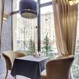 Ресторан Баловень - фотография 3 - уютное место в окошке!