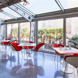 """Ресторан Италия - фотография 1 - В кафе ТК """"МЕГАЦЕНТР ИТАЛИЯ"""" Вам будет предложено меню средиземноморской кухни. Приятная атмосфера, а также блюда итальянской и французской кухни порадуют каждого посетителя. Вы сможете занять столик у веранды, либо в помещении с вечерней обстановкой."""