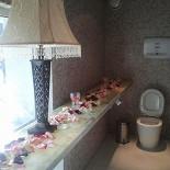 Ресторан Две хинкальки от дяди Гамлета - фотография 5 - романтический туалет