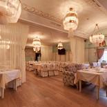 Ресторан Абрикос - фотография 4 - основной зал