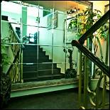 Ресторан Мед - фотография 5 - Лестница