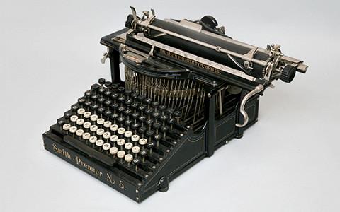 Как рассказать историю XX века с помощью выставки о пишущих машинках