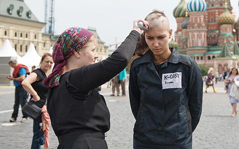 «Девушка в зэковской форме, на выход!»: Катрин Ненашева о месяце в тюремной робе