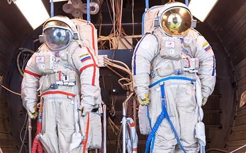 Где делают скафандры российским космонавтам: фоторепортаж с завода «Звезда»