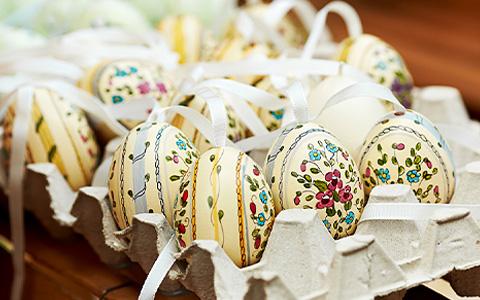 Пасхальный уикенд: крестный ход, яйца, дуэт звонаря и диджея