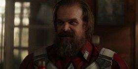 Дэвид Харбор заявил, что хотел бы увидеть историю о противостоянии Красного Стража с Капитаном Америка