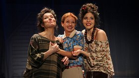 Три девушки в голубом