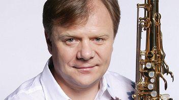 Игорь Бутман и Московский джазовый оркестр. Солист Олег Аккуратов (вокал, фортепиано)