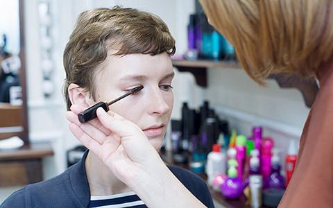 Чем отличается макияж в корнерах и салонах