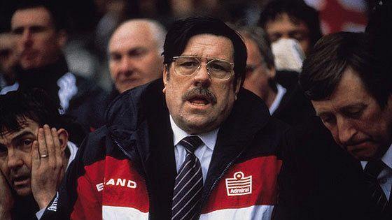 Английский тренер (Mike Bassett: England Manager)