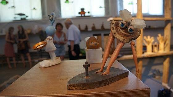 Человек играющий. Современная петербургская скульптура