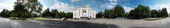 Сквер у театра оперы и балета им. Чайковского