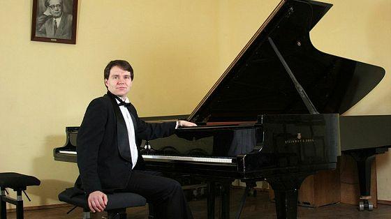 Денис Чефанов (фортепиано), Виктор Лядов (фортепиано)