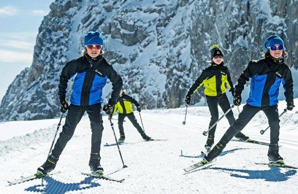 Успеть до конца зимы: 5 мест, где ребенка научат кататься на беговых лыжах