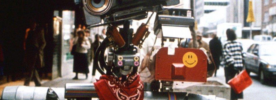 Кино: «Короткое замыкание-2»