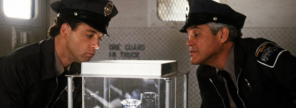 Кино: «Полицейская академия-2»