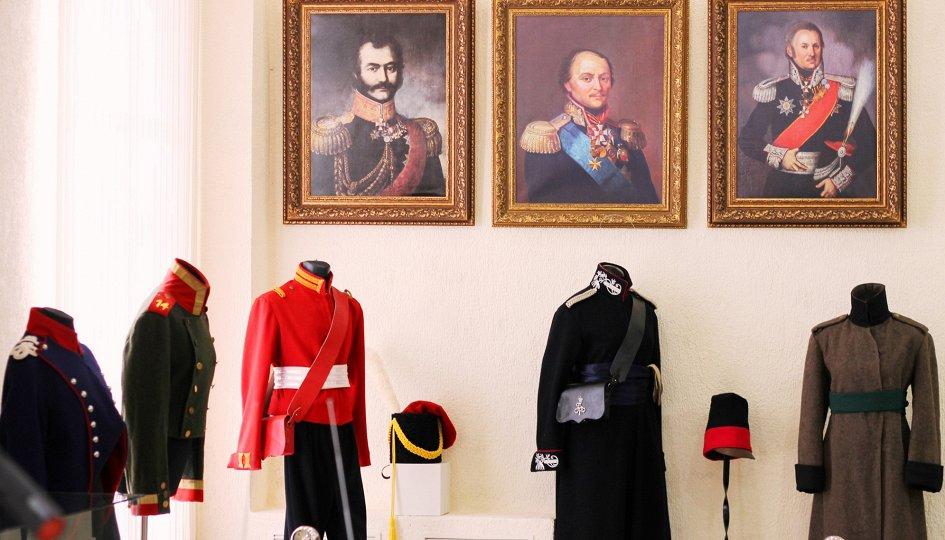 Выставки: Слава российского оружия