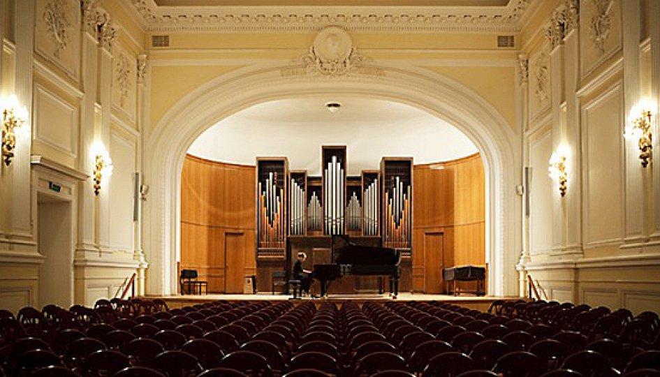 Концерты: Кристоф Барати (скрипка, Венгрия), Рина Харрасова (фортепиано)