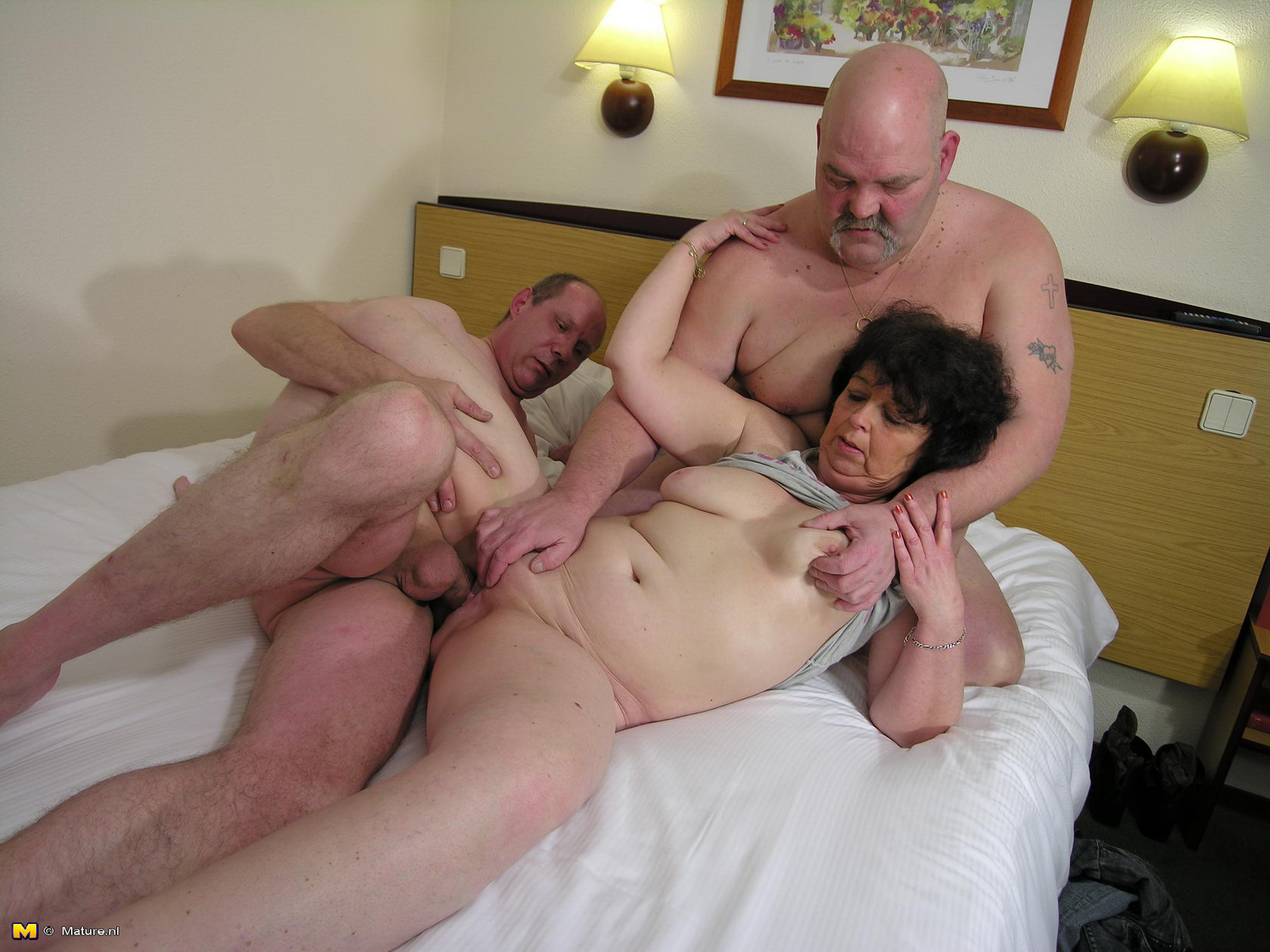 Milf lesbians with young