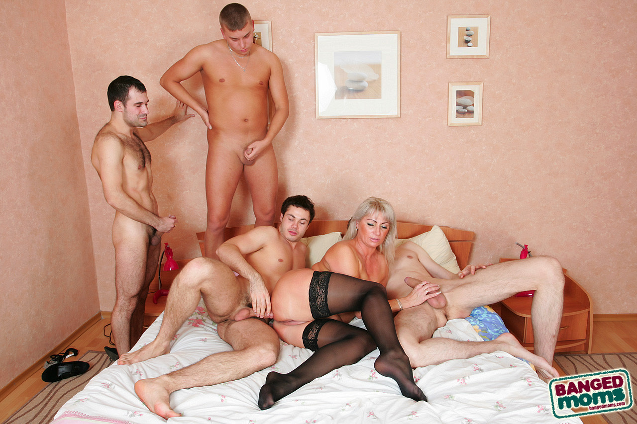 women-mature-group-sex