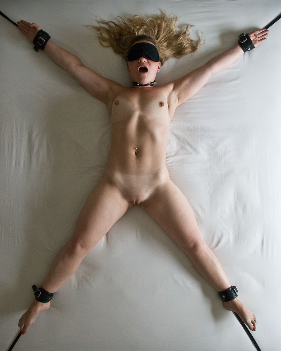 Women eagle naked tied spread