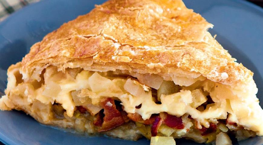 Быстрый пирог из слоеного теста и яблок рецепт с фото