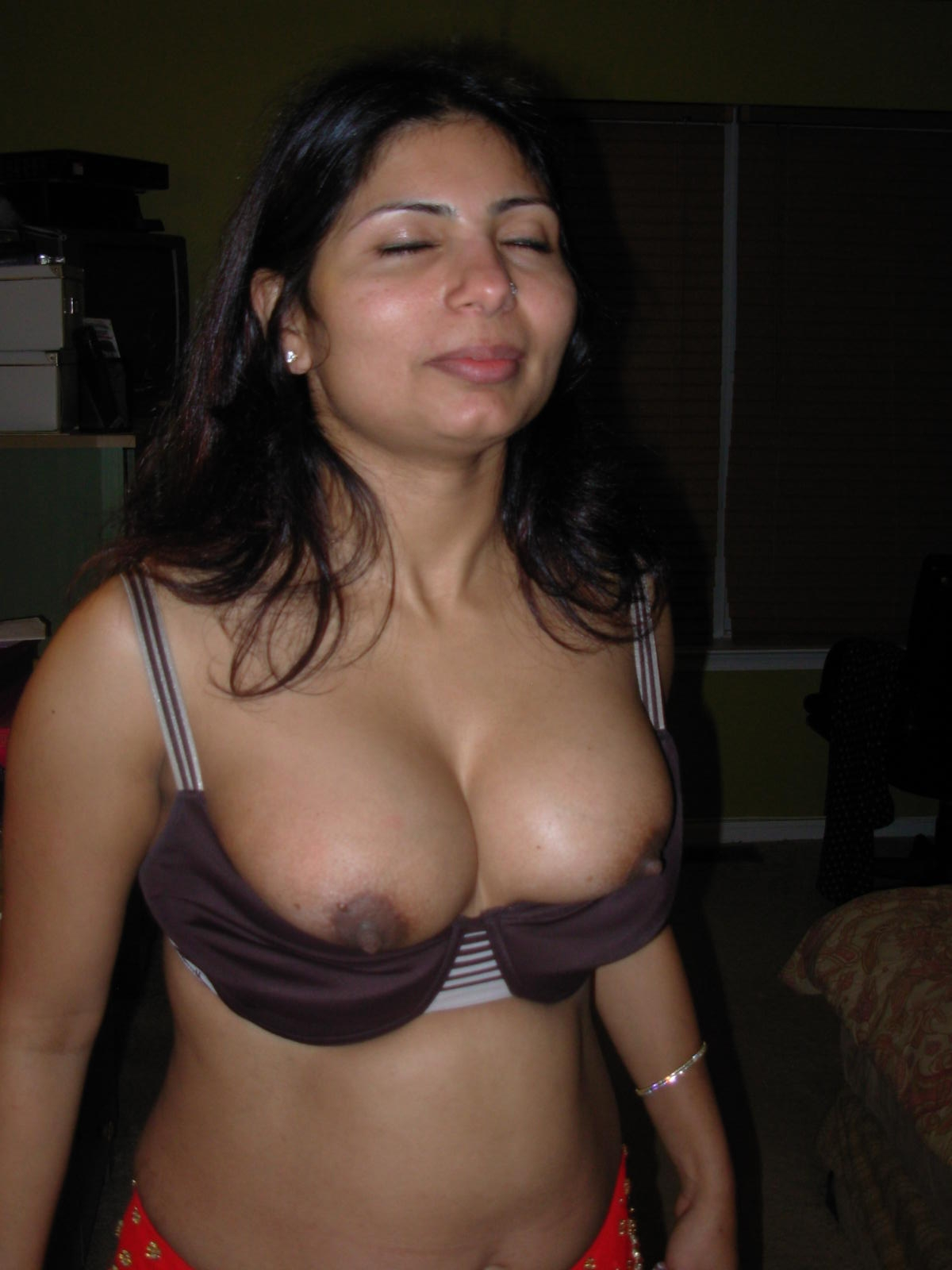 Free cougar squirting pussy