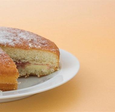 Рецепт Торт бисквитный сорехами исырой печенью
