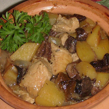 Рецепт Курица ссушеными грибами икартошкой вгоршочке