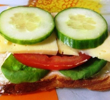 Рецепт Бутерброд ссыром ипомидором илиогурцом