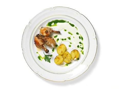 Курица с соусом из йогурта, кунжутных семечек, лимона и чеснока